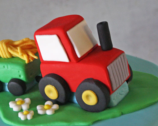 tortaHow-to-Make-a-Tractor-Cake-Topper-Final