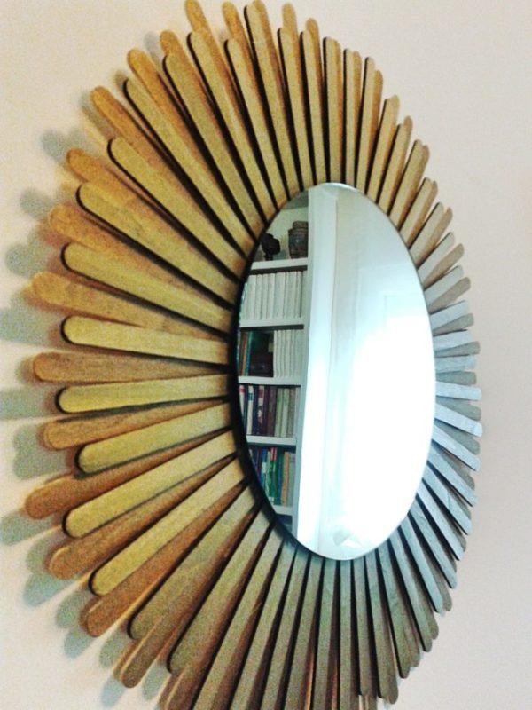 Manualidades para reciclar el marco de un espejo renovar for Decorar pared con espejos redondos