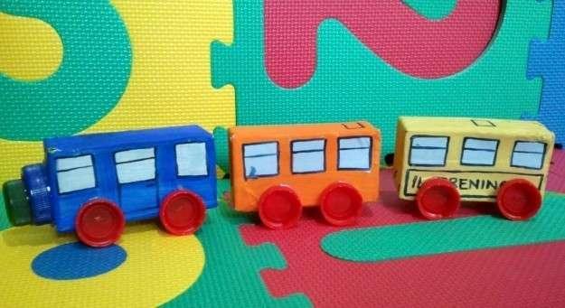 tren-con-materiales-reciclados