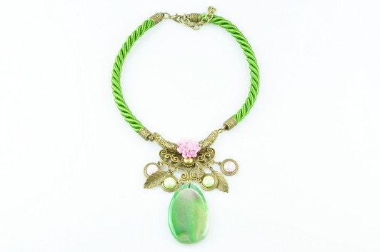 zzzzzzzzzzcollar-vintage-cordon-verde-flor-resina-rosa-piedra-natural-seda-dorado-metal-532x353