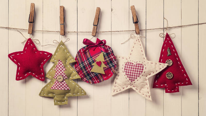 40 guirnaldas originales recicladas c mo hacer las - Guirnaldas navidad manualidades ...